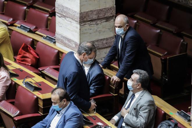 Με μάσκες υποχρεωτικά πλέον στη Βουλή 04