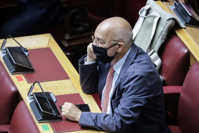Με μάσκες υποχρεωτικά πλέον στη Βουλή 05