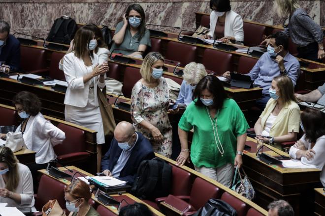 Με μάσκες υποχρεωτικά πλέον στη Βουλή 06