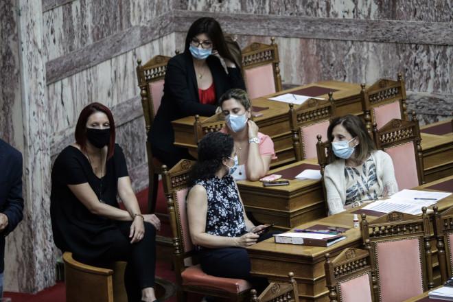 Με μάσκες υποχρεωτικά πλέον στη Βουλή 07