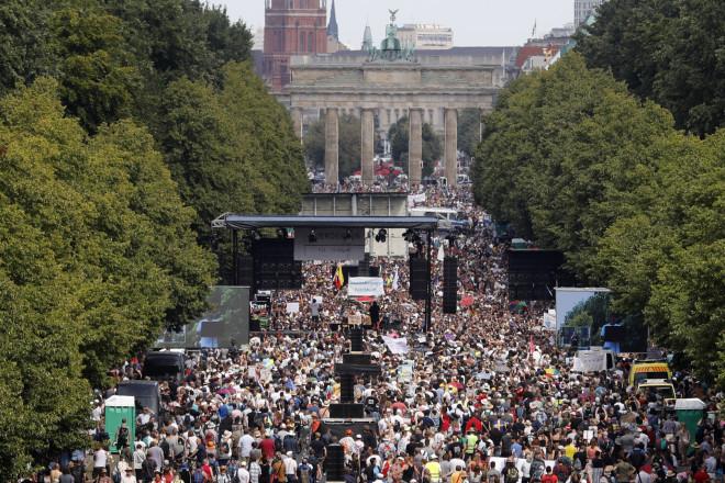 Συνωστισμός στο Βερολίνο εν μέσω πανδημίας