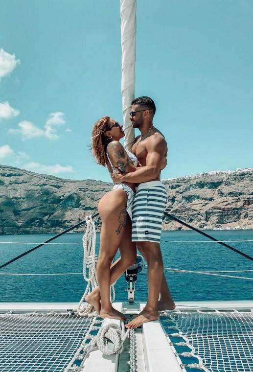 Βαλαβάνη Βασάλος Το ρομαντικό άλμπουμ των διακοπών τους στη Σαντορίνη