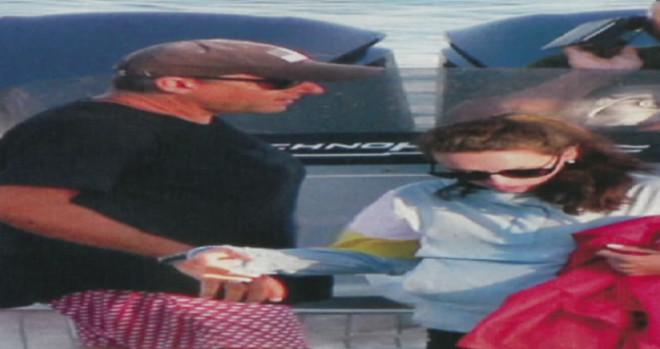 Γιώργος Λιάγκας Με κούκλα μελαχρινή σύντροφο στα Κουφονήσια
