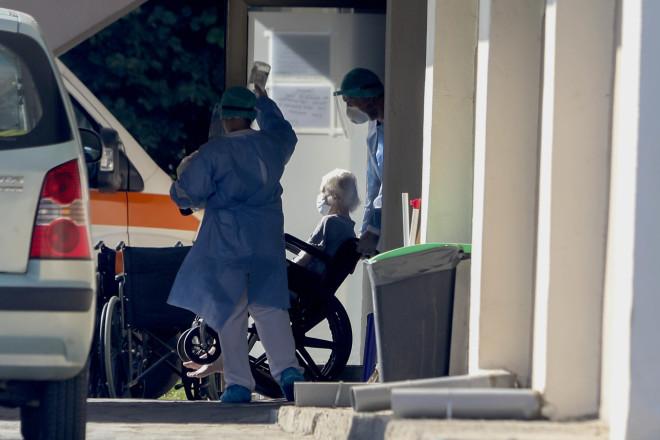 Σε συναγερμό το γηροκομείο στη Θεσσαλονίκη μετά τα θετικά κρούσματα