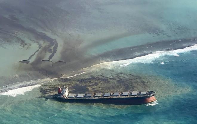Τεράστια οικολογική καταστροφή στον Μαυρίκιο από διαρροή πετρελαίου στη θάλασσα