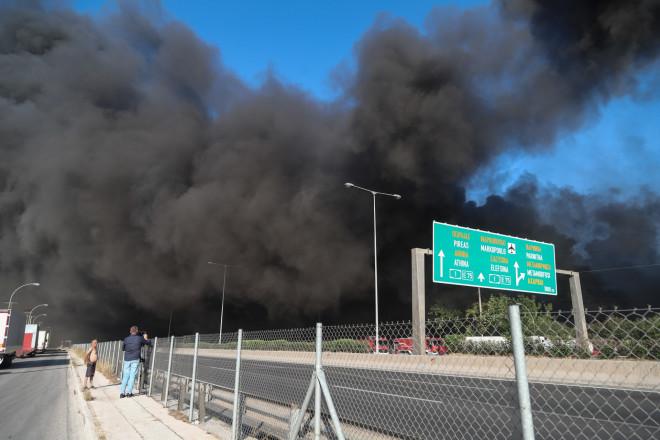 Φωτιά σε εργοστάσιο στη Μεταμόρφωση