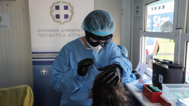 Δειγματοληπτικές εξετάσεις για πιθανή λοίμωξη από τον κορωνοϊό στο λιμάνι του Πειραιά