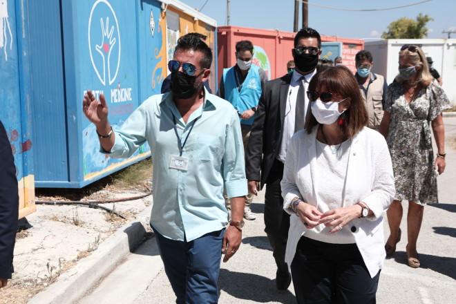 Επίσκεψη Κατερίνας Σακελλαροπούλου στους προσφυγικούς καταυλισμούς της Μόριας