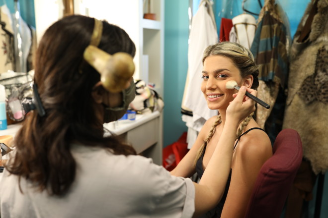 Η Βάλια Χατζηθεοδώρου ετοιμάζεται για το trailer του Τροχού της Τύχης