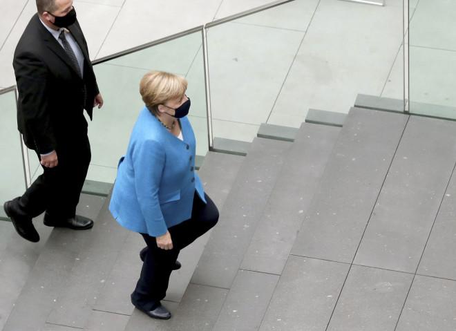 H Άνγκελα Μέρκελ κατά την άφιξή της στο ετήσιο θερινό συνέδριο του Βερολίνου