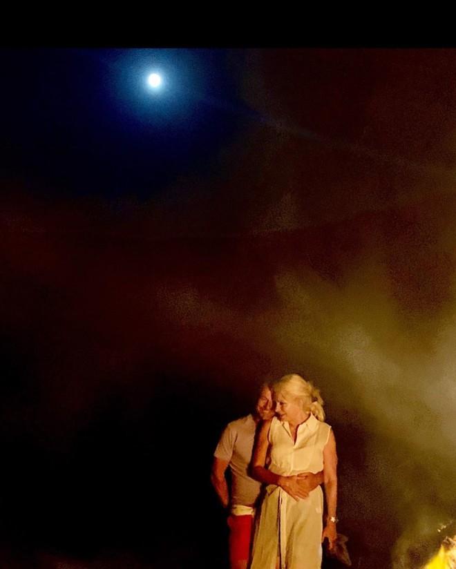 Ελένη Μενεγάκη Ερωτευμένη στην αγκαλιά του Μάκη Παντζόπουλου