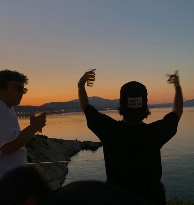 Άγγελος Λάτσιος Οι φωτογραφίες από βραδινή έξοδο Το σχόλιο της Μενεγάκη