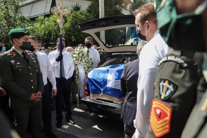 Θρήνος και πλήθος κόσμου στην κηδεία του αλεξιπτωτιστή των Ειδικών Δυνάμεων
