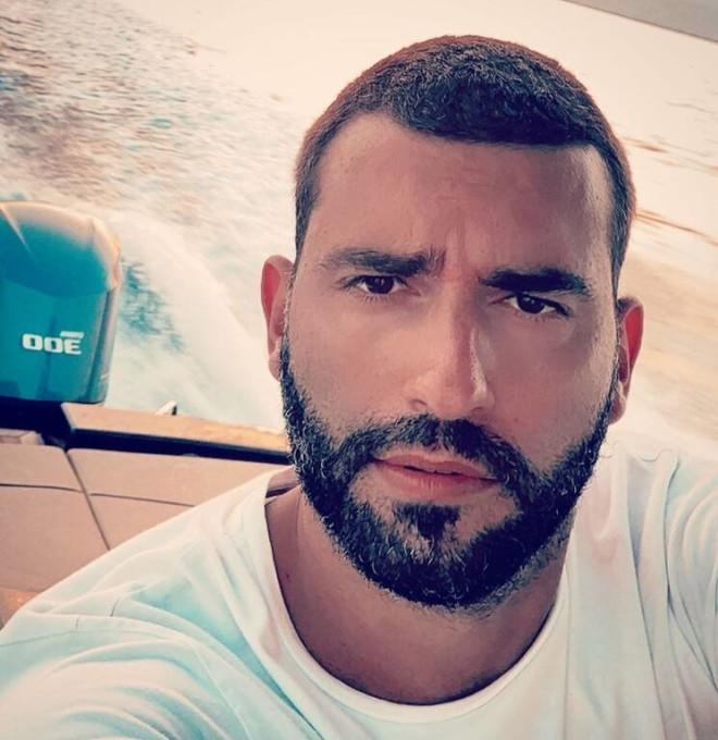 Μισόκαλος Μενεγάκη σχόλιο Instagram φωτογραφία