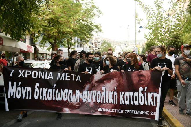 πανό σε φιαδήλωση για τα επτά χρόνια από τη δολοφονία Φύσσα