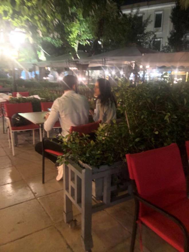 Ο Νίκος Πολυδερόπουλος χαλαρώνει με τη σύντροφό του