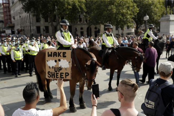 Αρνητές κορωνοϊού Λονδίνο
