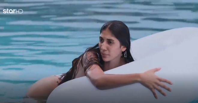 GNTM 3 Τα έχασε μέσα στο νερό ο Emmanuel που δεν ξέρει κολύμπι πισίνα