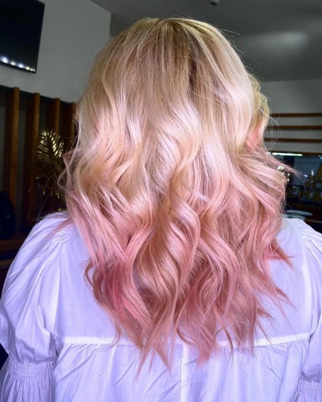 Έλενα Ασημακοπούλου Έβαψε Τα Μαλλιά Της Ροζ