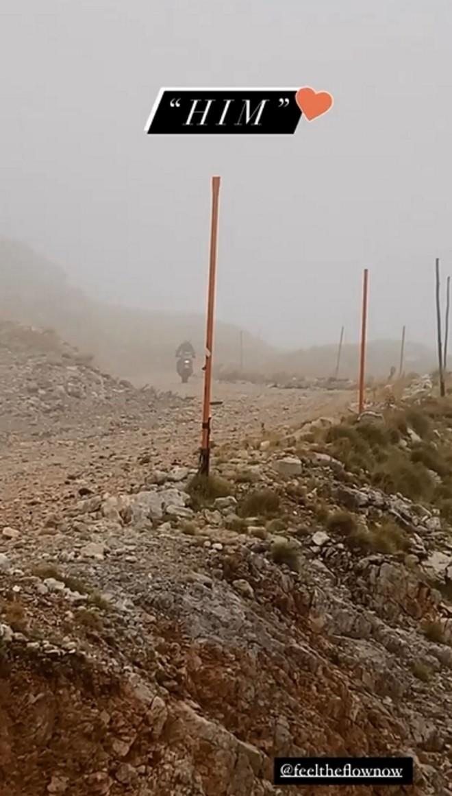 Οικονομάκου  Μιχόπουλος Η απόδραση με τη μηχανή στο βουνό Αράχωβα