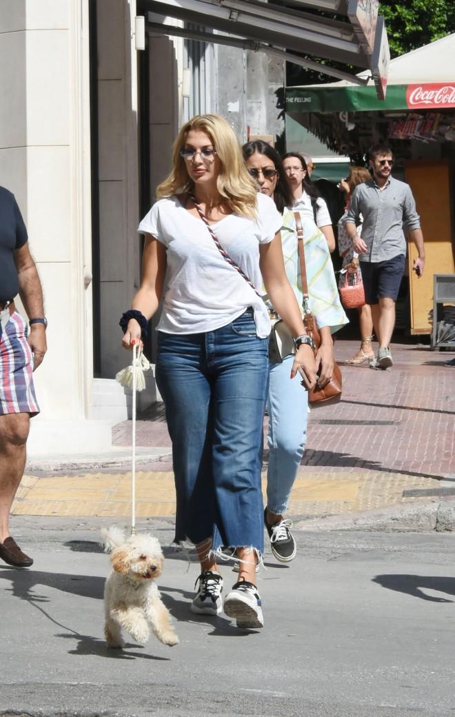 Η Κωνσταντίνα Σπυροπούλου παρέα με τον σκύλο της