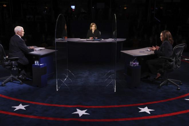 Μάικ Πενς και Κάμαλα Χάρις κατά το debate για την αντιπροεδρία των ΗΠΑ