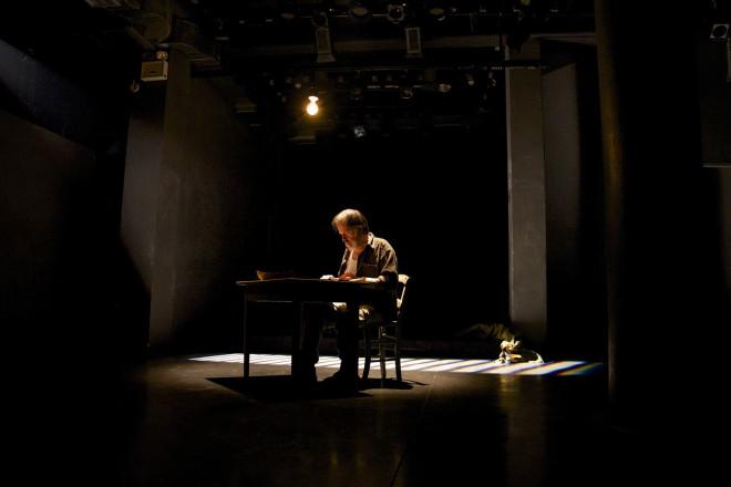 Φώτης Μακρής- Φωτογραφία αποσπάσματος απο την παράσταση «Το Κιβώτιο» που συνεχίζεται για έκτη χρόνια