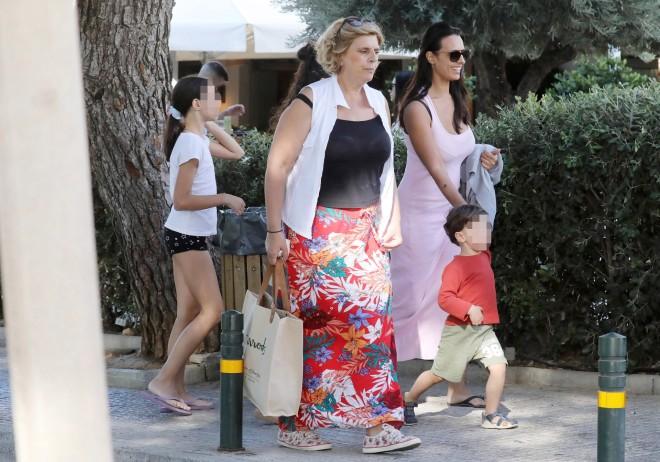 Όλγα Λαφαζάνη με τα παιδά της