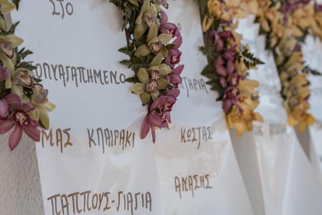 Στεφάνια στην κηδεία της Κλαίρης