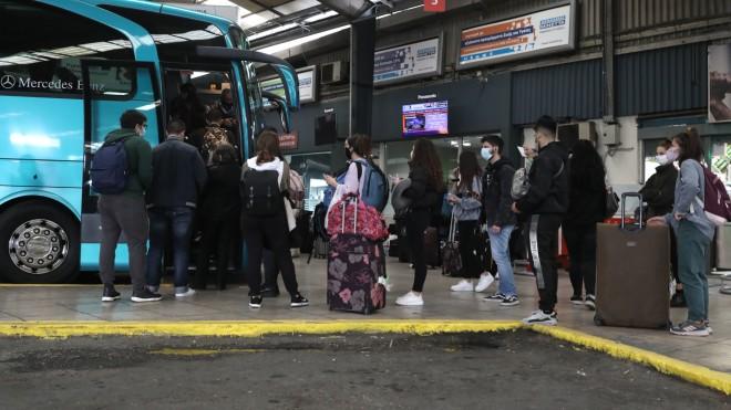 Αναχωρήσεις πολιτών από τον σταθμό του ΚΤΕΛ στον Κηφισό προς τον τόπο καταγωγής τους