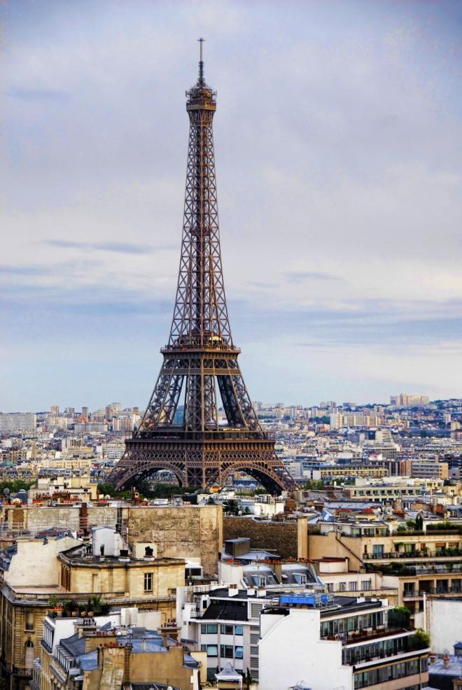 Ο πύργος του Άιφελ αρχικά προοριζόταν ως αξιοθέατο της Βαρκελώνης