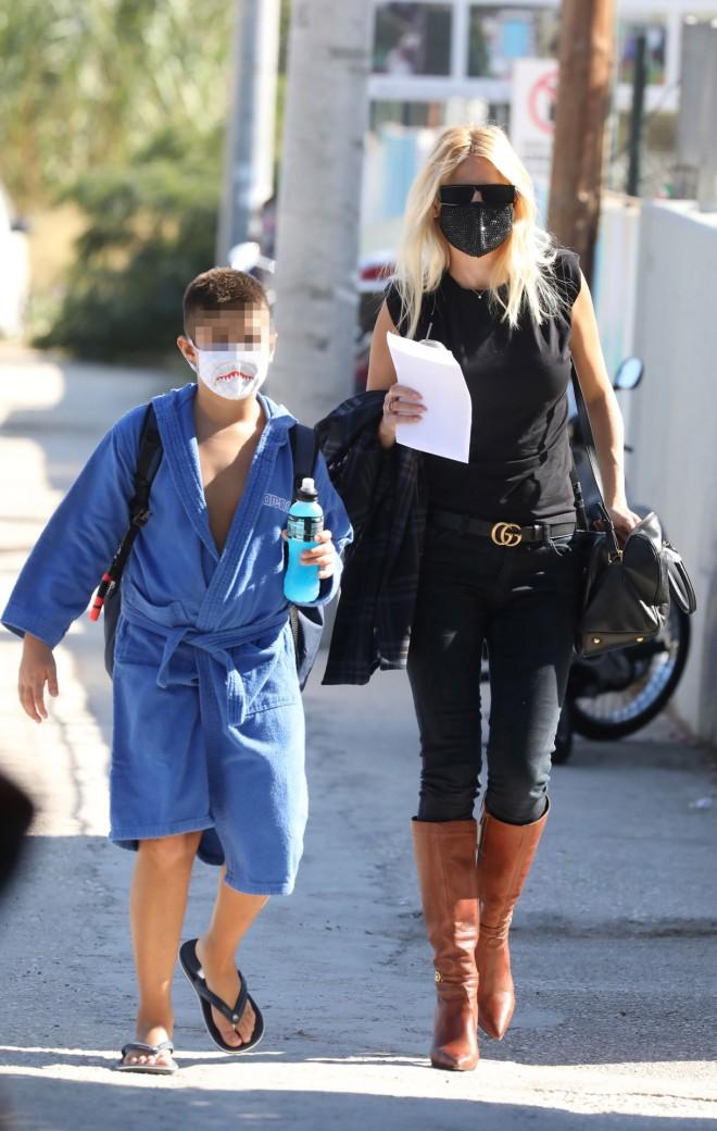 Η Φαίη Σκορδά με τον γιο της, Γιάννη
