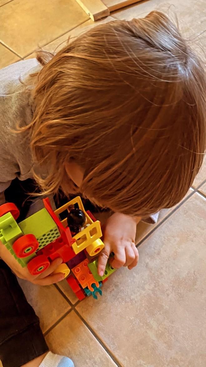 Κατερίνα Καραβάτου Lockdown  παιχνίδι με τον μικρό Αρίωνα