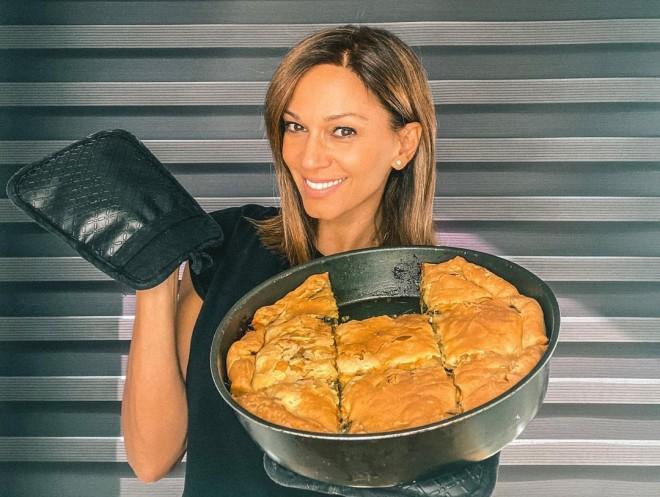 Έλλη Κοκκίνου πίτα καραντίνα μαγείρεψε συνταγή