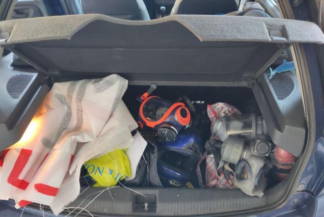 Αντισφυξιογόνες μάσκεςμέσα σε όχημα των προσαχθέντων