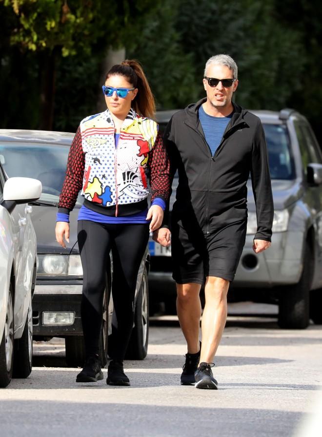 Έλενα Παπαρίζου: βόλτα με τον άντρα της