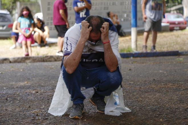 Κλαίνε στην Αργεντινή για τον Μαραντόνα