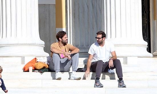 Ο  Κωνσταντίνος Αργυρός μαζί με έναν φίλο του