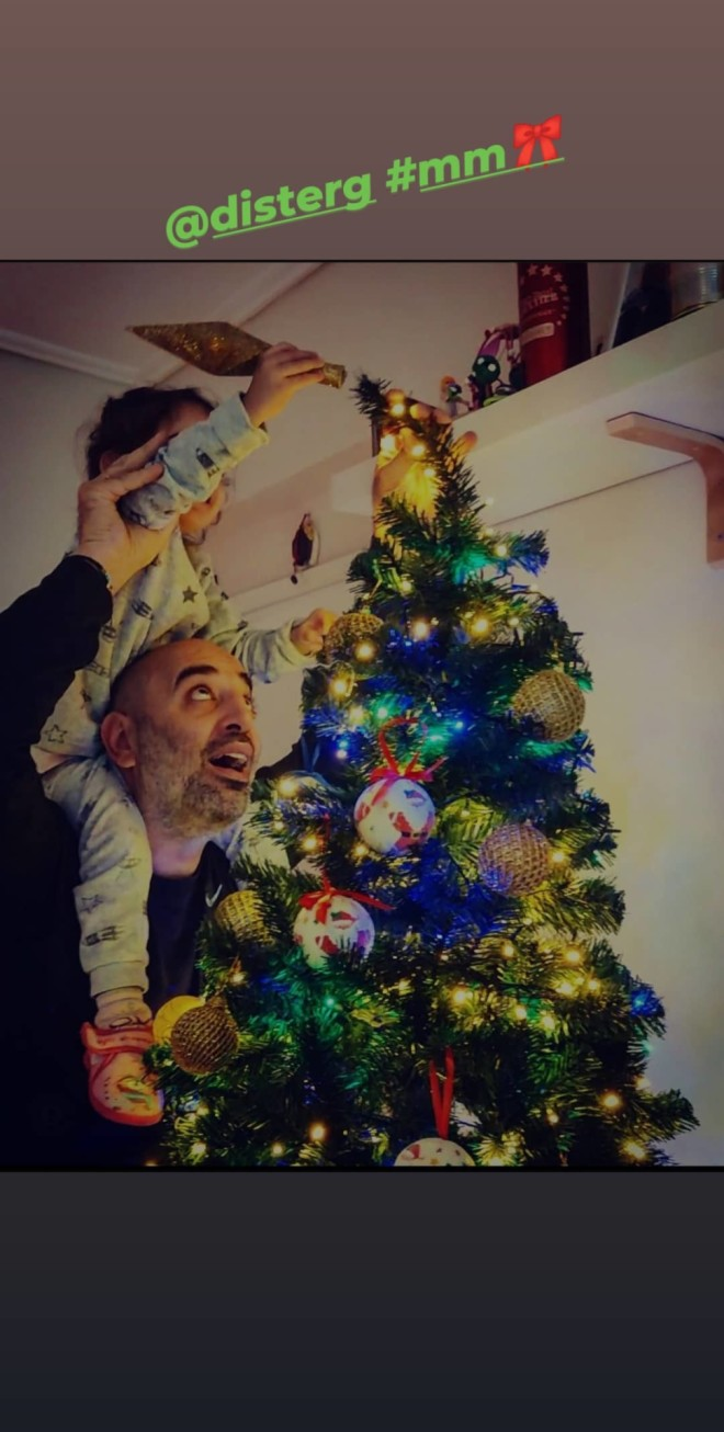 Κατερίνα Τσάβαλου χριστουγεννιάτικο δέντρο