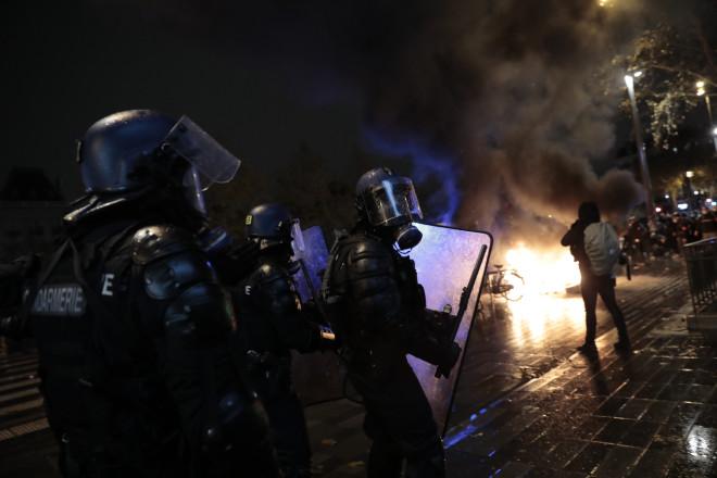Συγκρούσεις αστυνομίας και διαδηλωτών στο Παρίσι κατά του νόμουΚαθολικής Ασφάλειας(AP Photo/Lewis Joly)