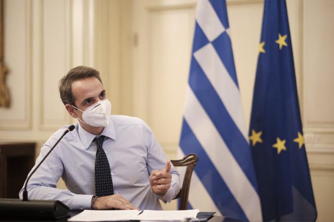 Ο Kυριάκος Μητσοτάκης κατά τη διάρκεια της τηλεδιάσκεψης για το«Εξοικονομώ - Αυτονομώ»