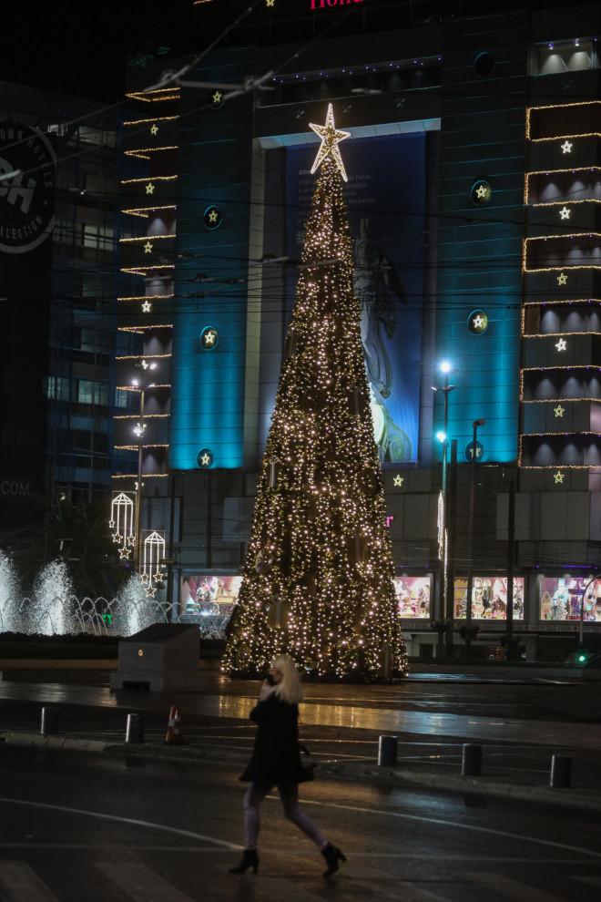 χριστουγεννιάτικο δέντρο στην Ομόνοια