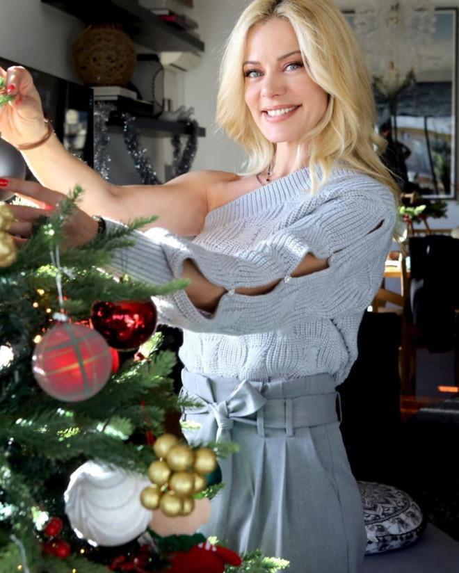 Ζέτα Μακρυπούλια σπίτι Χατζηγιάννης χριστουγεννιάτικο δέντρο