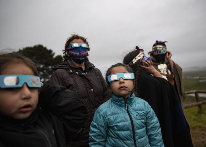 Η ολική έκλειψη ηλίου στη Χιλή- AP Photo/Esteban Felix