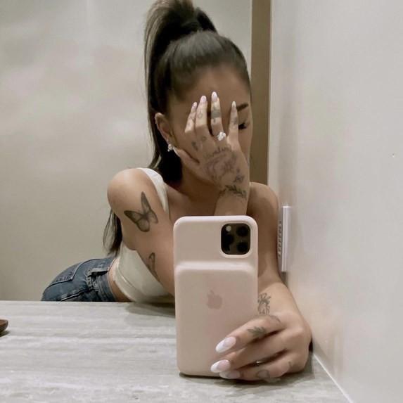 Αρραβωνιάστηκε η Ariana Grande