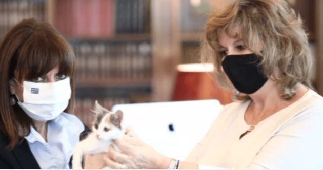 Η Κατερίνα Σακελλαροπούλου παραλαμβάνει την Καλυψώ