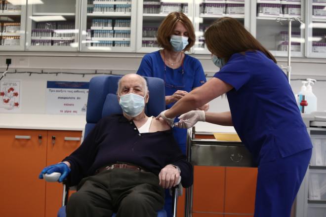 Ο κ. Γιοβανίδης έγινε ο δεύτερος άνθρωπος που εμβολιάζεται για κορωνοϊό στην Ελλάδα