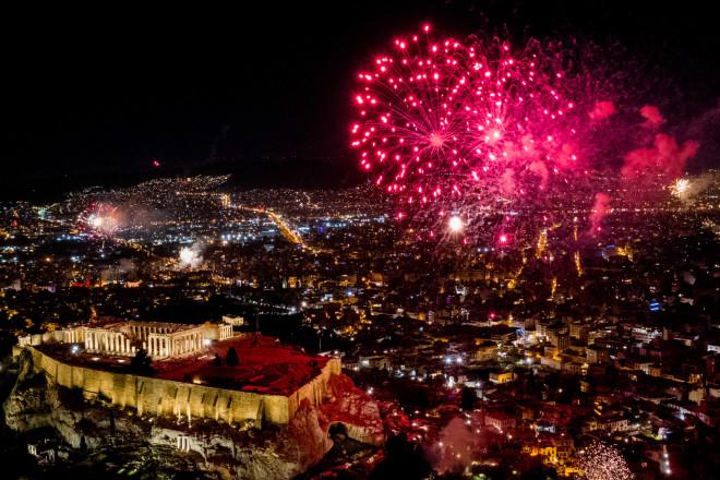 Με πυροτεχνήματα η υποδοχή της νέας χρονιάς στην Αθήνα