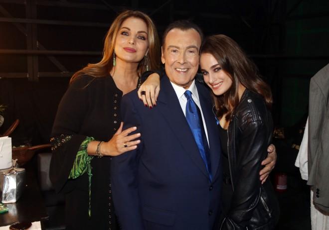 Η Άντζελα Γκερέκου με τον Τόλη Βοσκόπουλο και την κόρη τους, Μαρία