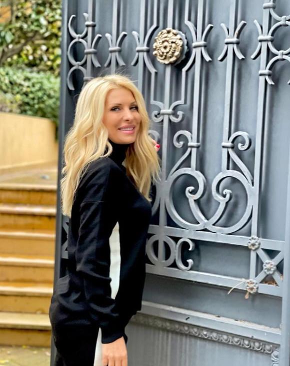 Μενεγάκη ρούχα σπίτι Μελίσσια φόρμες περπάτημα καθημερινότητα τι κανει